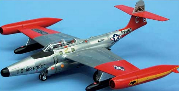 Elegant: Northrop F-89D Scorpion in 1:48 von Revell